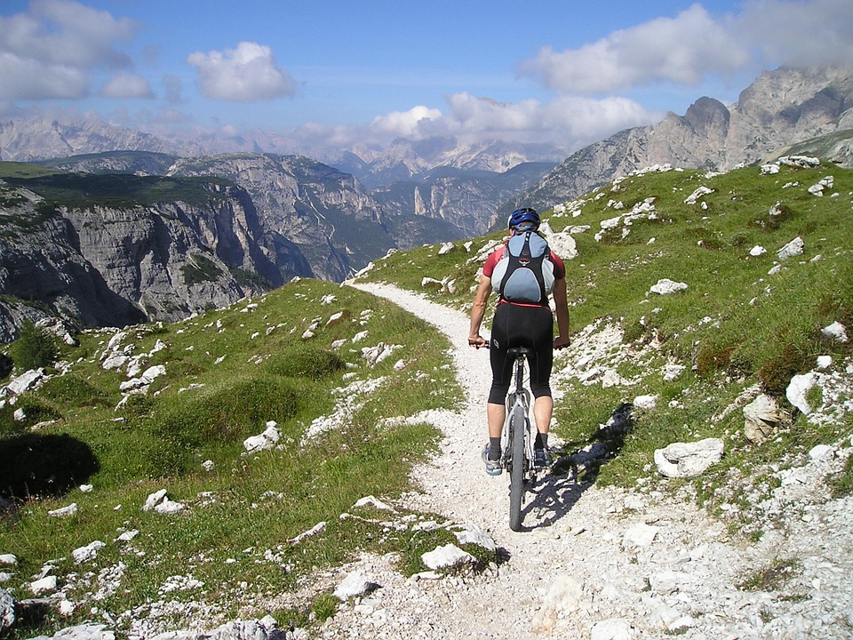 Partir faire l'ascension de l'Alpe d'Huez à vélo